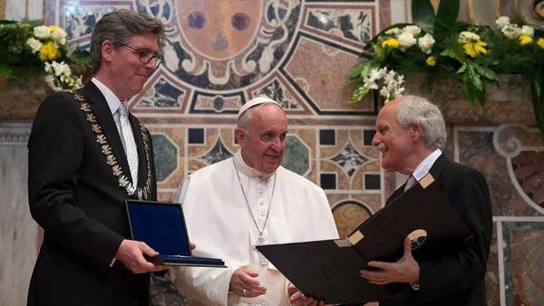 Francisco premio Carlomagno